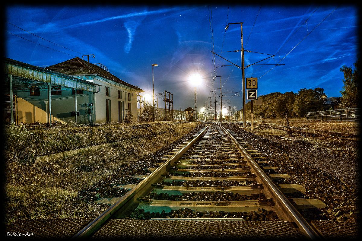 Gleise bei Vollmond