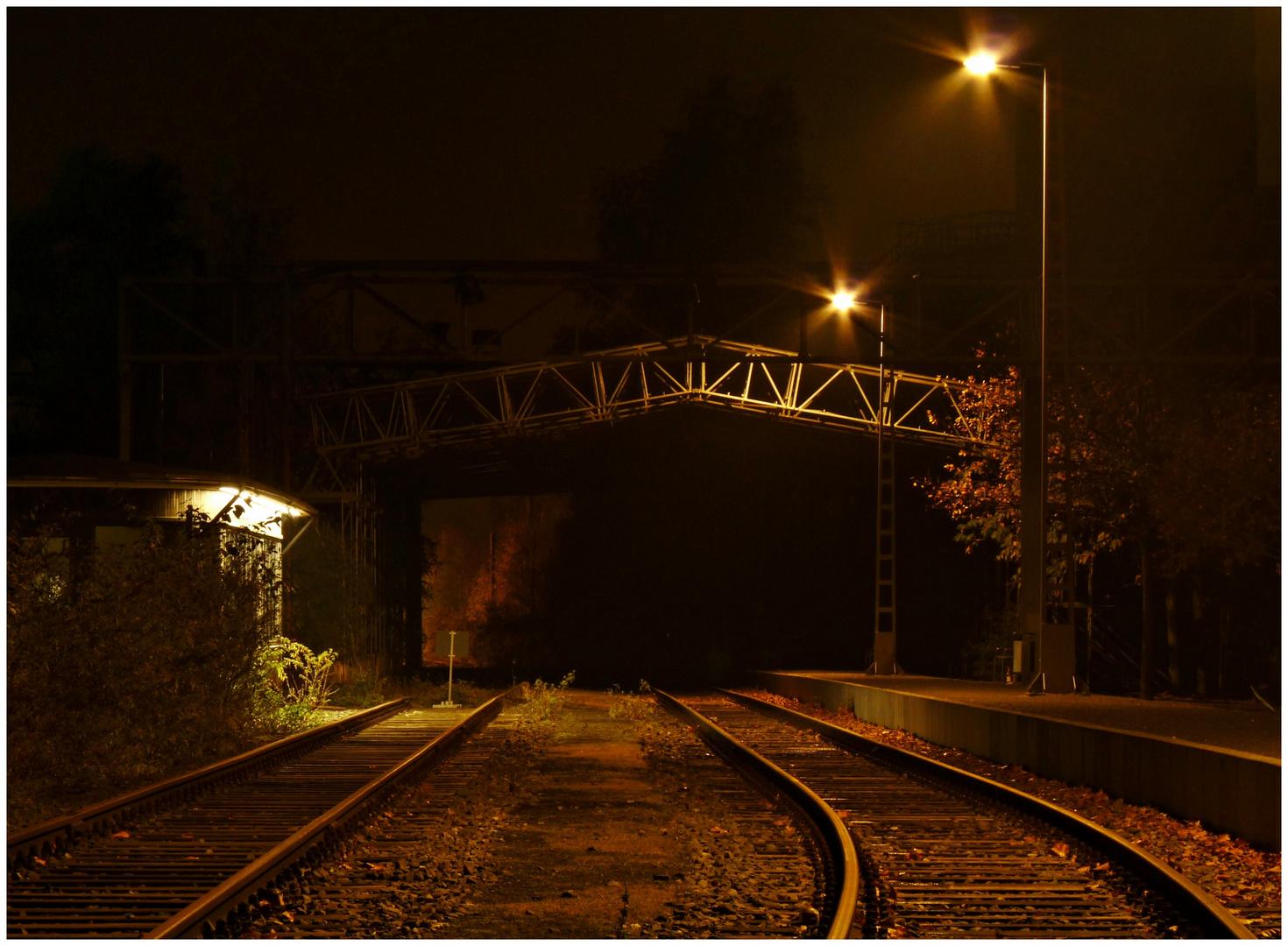 Gleise in die Nacht