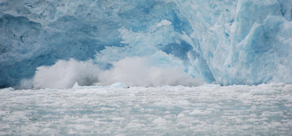 Gletscher während dem Einsturz - Spitzbergen - Norwegen - Juli 2007