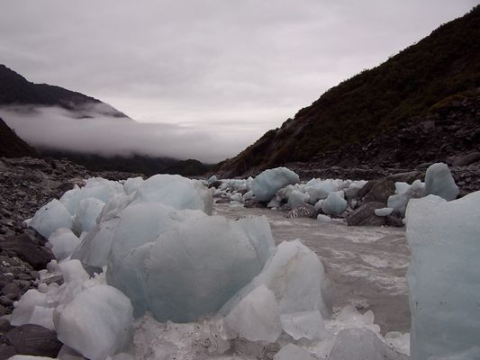 Gletschereis in Abenddämmerung