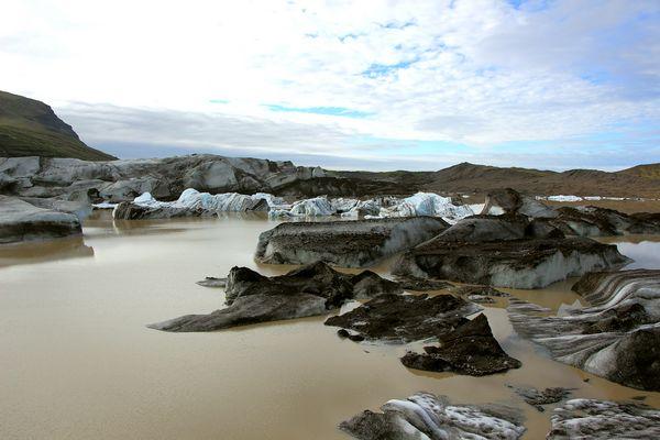 Gletscherzunge mit Eisbergen