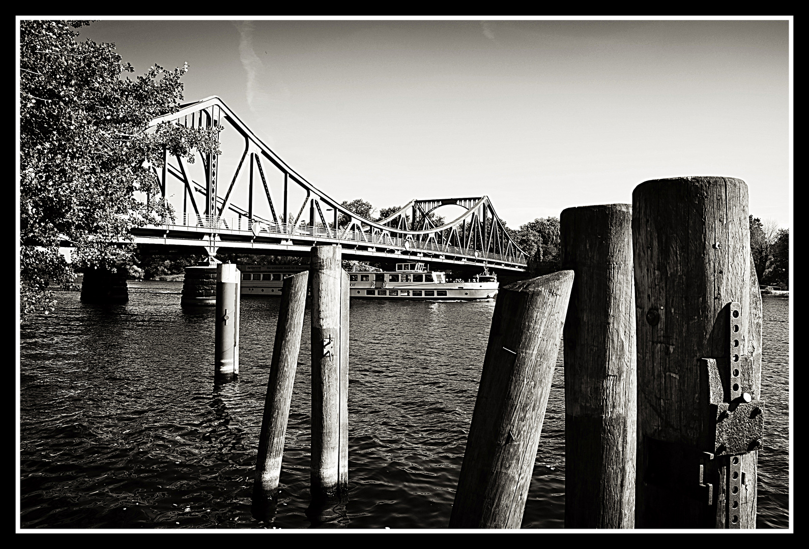 """ Glienicker Brücke """