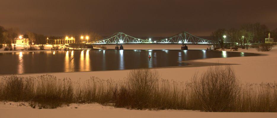 Glienicker Brücke am Nacht 2...