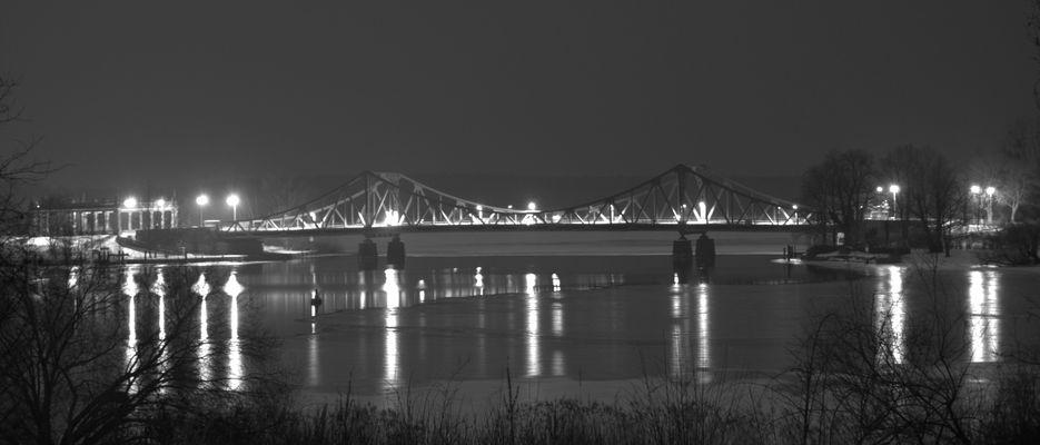 Glienicker Brücke am Nacht...