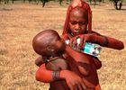 Globalisierung - Himba mit Kind