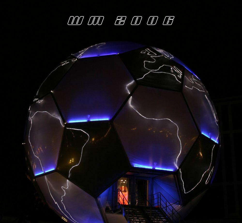 Globus zur WM 2006 in der Nacht
