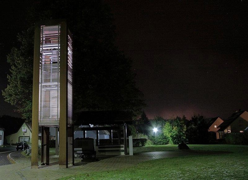 Glockenturm bei Nacht