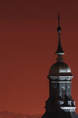 Glockenturm in Madrid bei Nacht