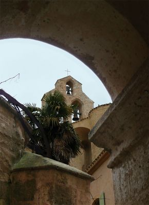 Glockenturm vom Innenhof
