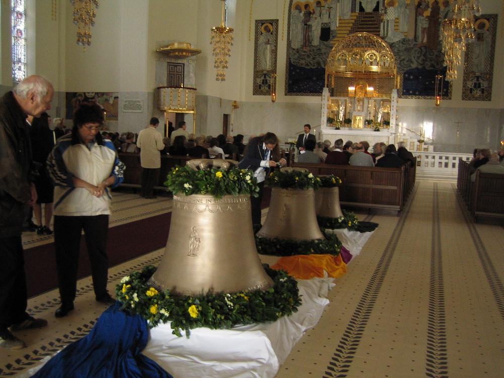 Glockenweihe von drei Glocken in der OTTO WAGNER KIRCHE in Wien