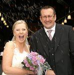 Glückliche Braut (Hochzeit)