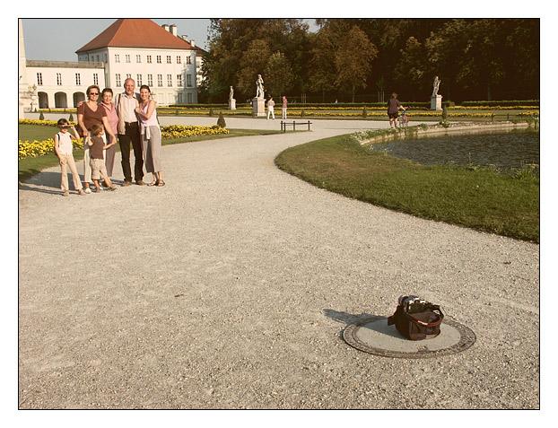 glückliche Familie vorm Nymphenburger Schloss