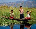 Glückliche Kinder am Inle-See