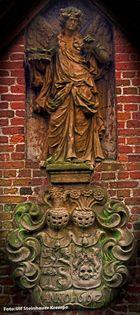 Glückstadt an der Elbe Reformierter Friedhof Figuren an der Kapelle von 1629