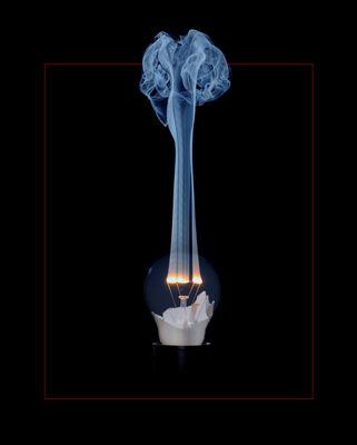 Glühbirne gibt Rauchzeichen