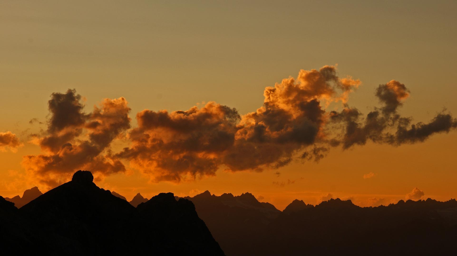 Glühende Wolken - wenn es Abend wird in den Bergen