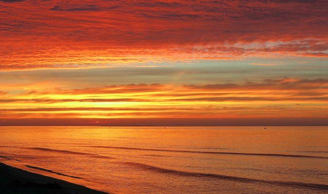 Glühender Himmel und Meer...