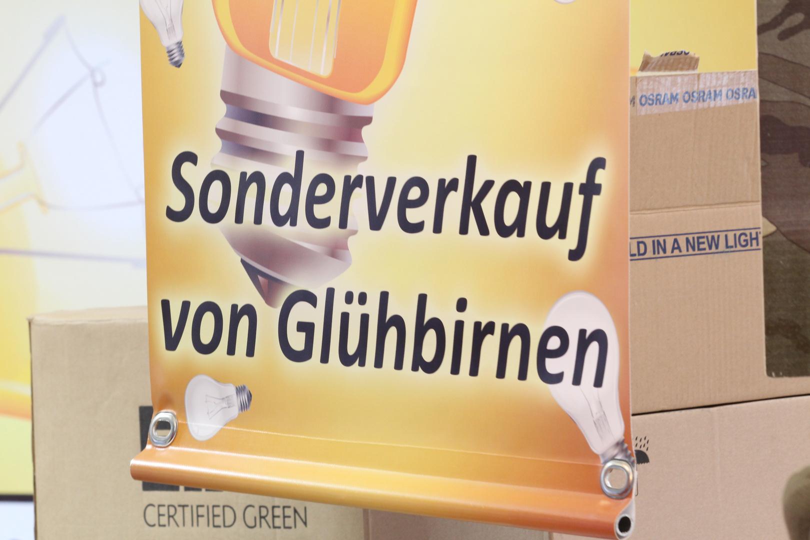 Glühlampenverkauf am Wochenmarkt in ALTENMARKT