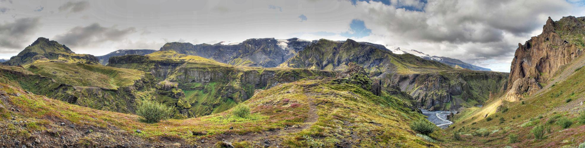 Godaland (Island) Panorama HDR mit Eyjafjallajökull-Gletscher im Hintergrund