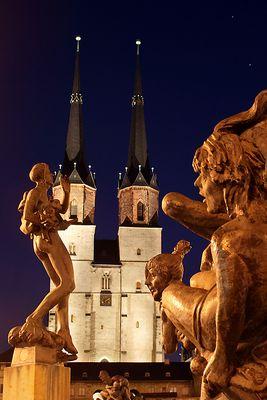 Göbelbrunnen und Marktkirche