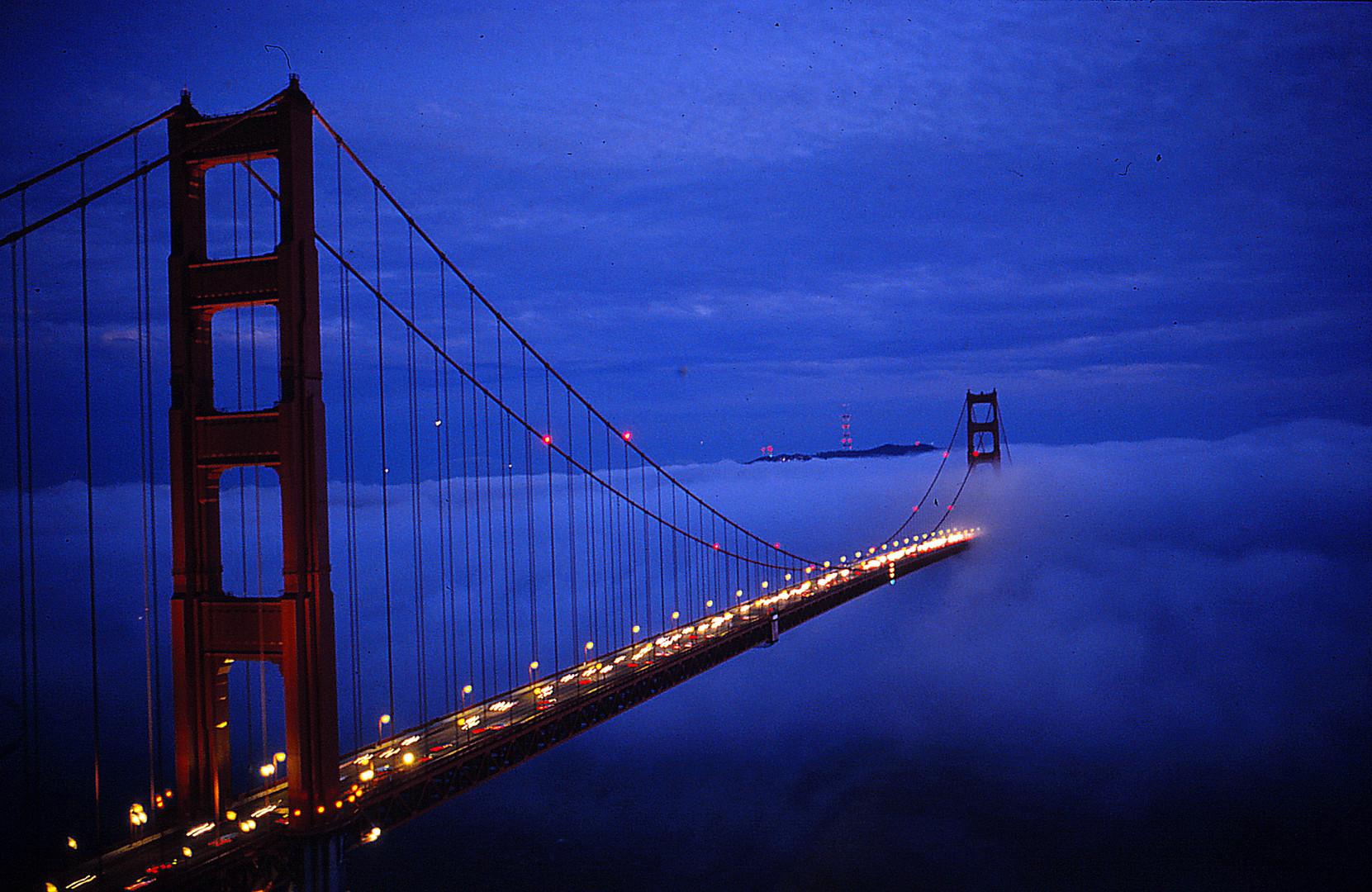 Golden Bridge in der Blauen Stunde