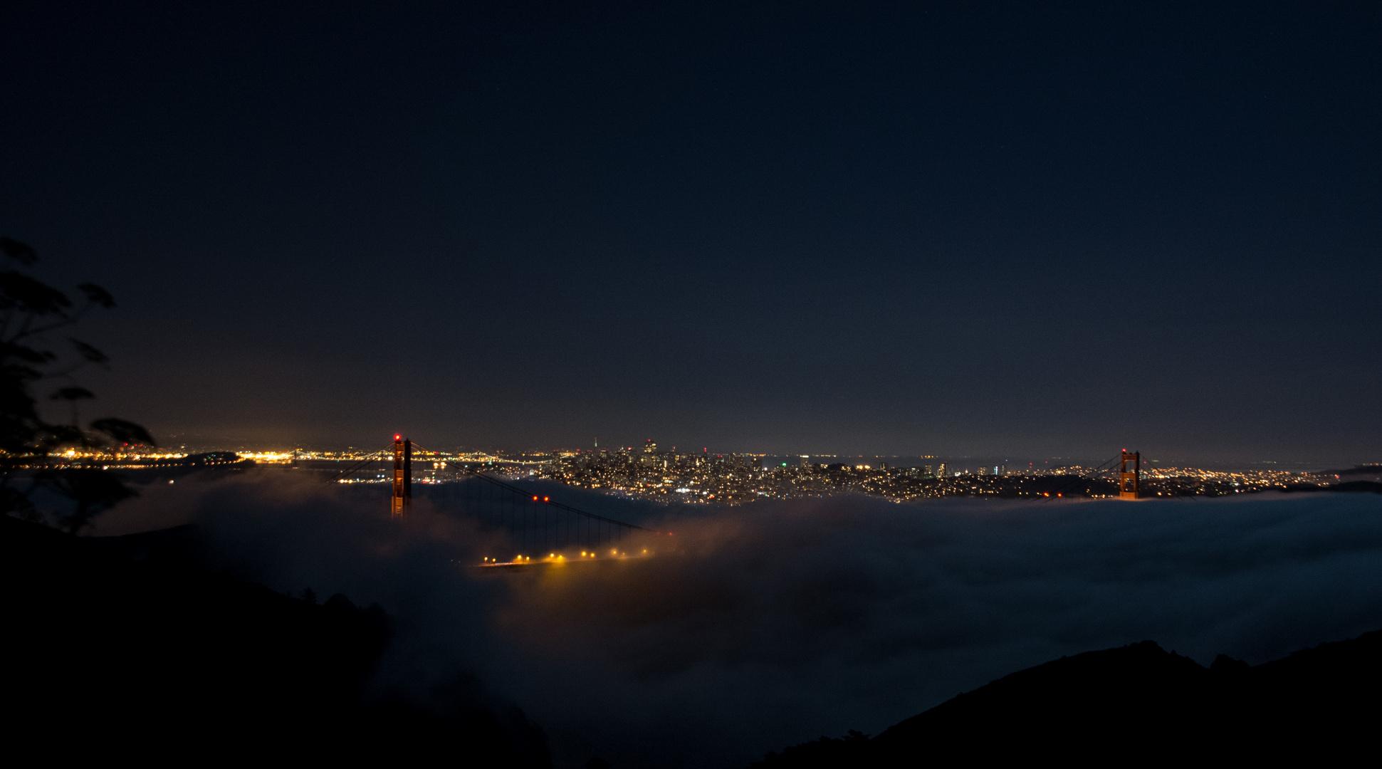 Golden Gate Bridge – Bei Nacht und Nebel