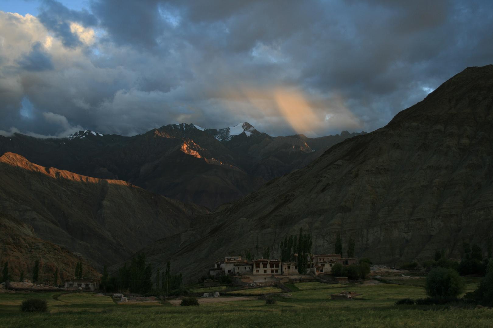 Goldene Strahlen in Ladakh