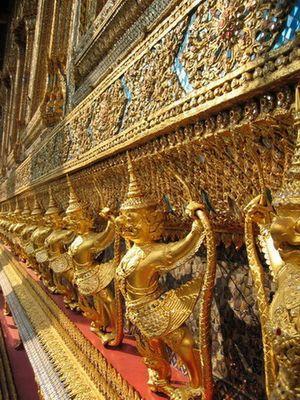 Goldene Wächter in Bangkok