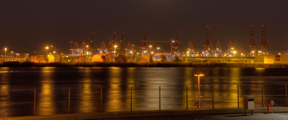 Goldener Containerhafen Hamburg