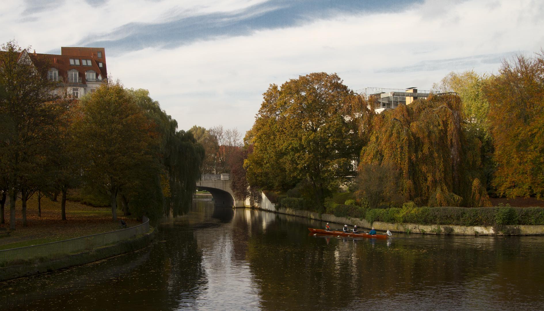 Goldener Herbst an der Alster