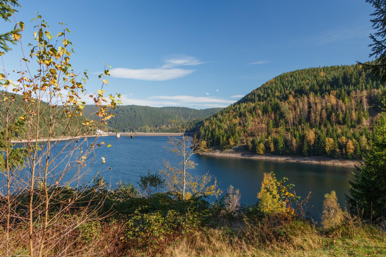 Goldener Herbst an der Ohra-Talsperre in Luisenthal