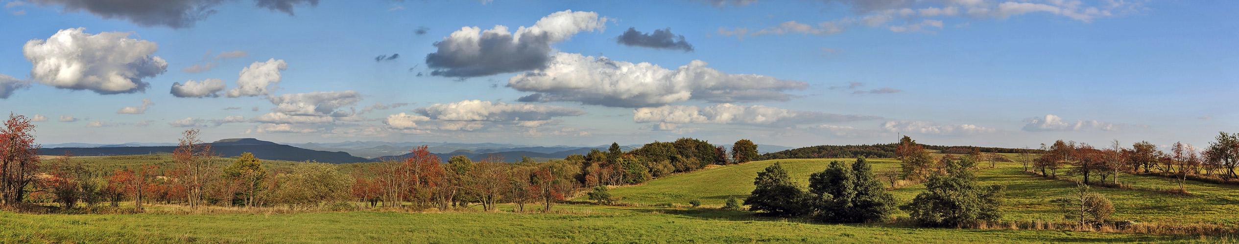 Goldener Herbst beim östlichen sächsischen Dach, aber schon in Böhmen, denn...