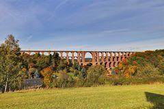 Goldener Oktober an der Göltschtalbrücke