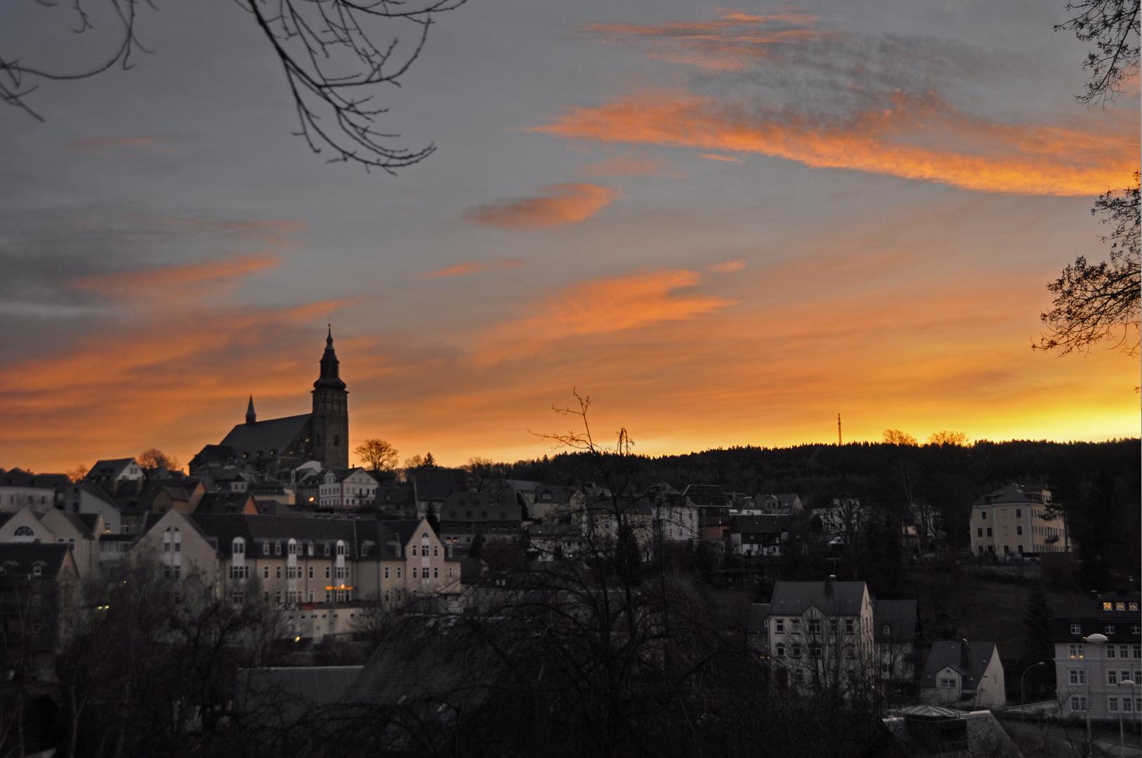 Goldener Sonnenaufgang über Schneeberg