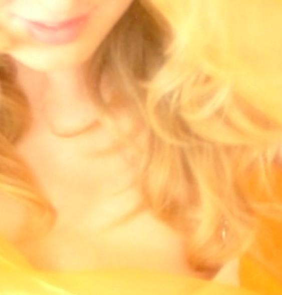 Goldenes Haar und ein zauberhaftes Lächeln