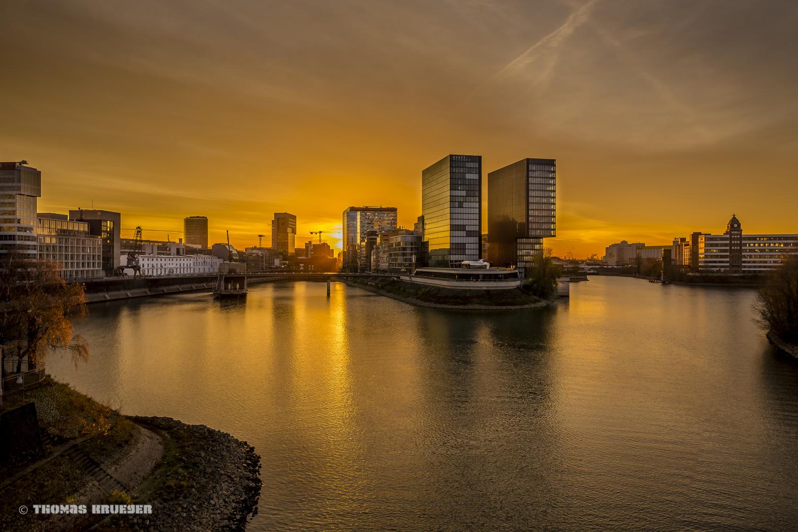 Licht Düsseldorf goldenes licht im medienhafen düsseldorf foto bild architektur