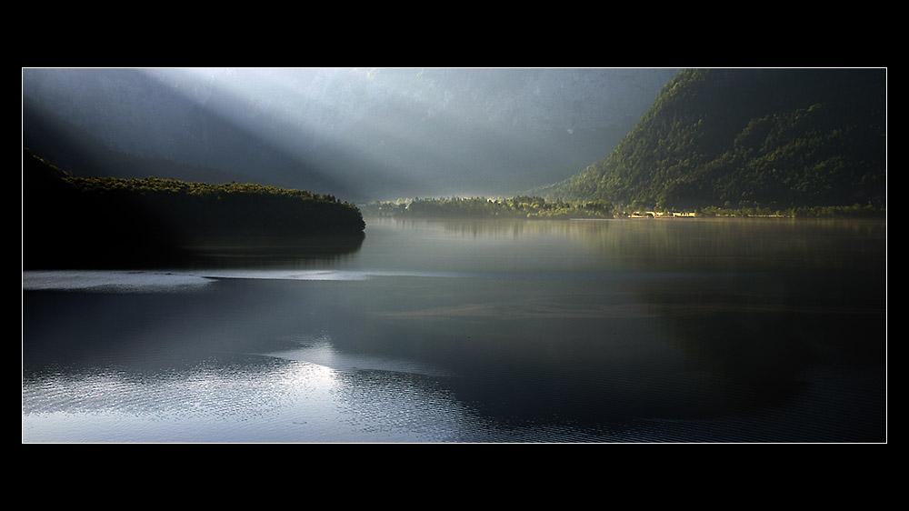 Goldenes Licht über dem See