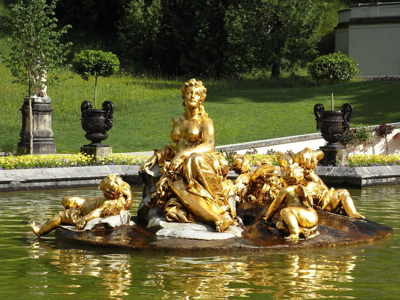 Goldig - Springbrunnen auf Schloss Linderhof