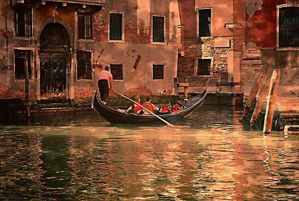 Gondel im einsamen Kanal