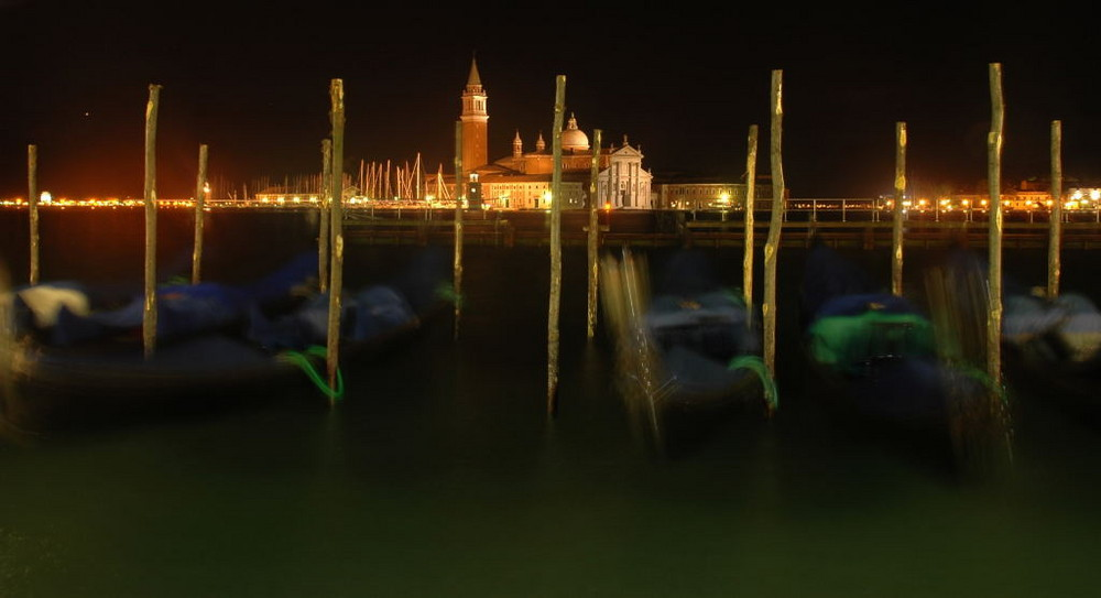 Gondole sur le port de Venise