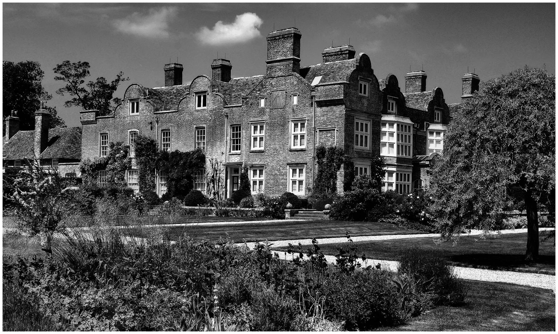 Good old England: Godington House