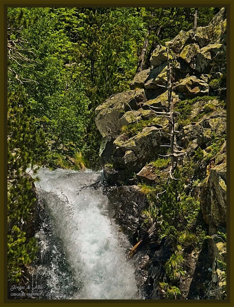 Gorgas de Alba cascada superior ( Benasque Huesca )
