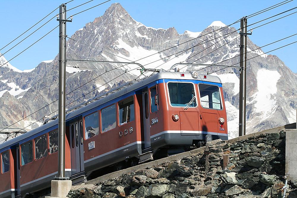 Gornergratbahn mit Obergabelhorn und Wellenkuppe