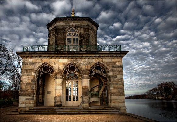 Gotische Bibliothek am Heiligen See