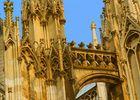 gotische Kathedralendetails am Außenbau