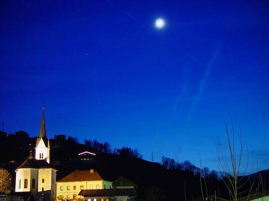 Gotteshäuschen bei Nacht