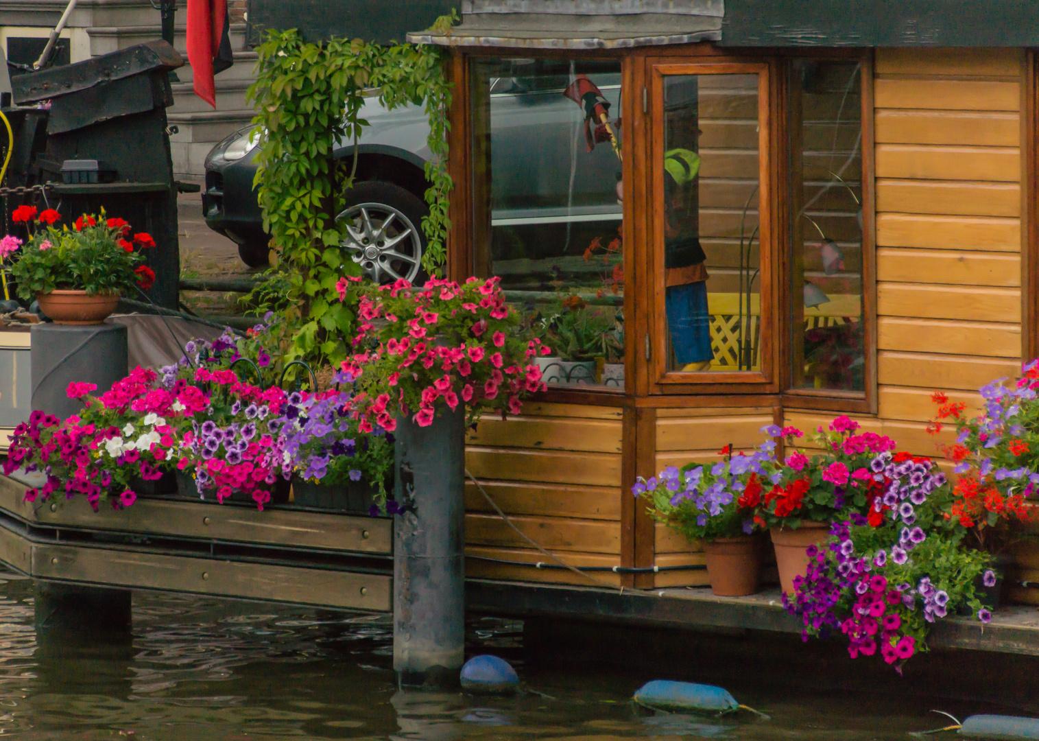 Grachtenansicht II - Hausboot in Amsterdam