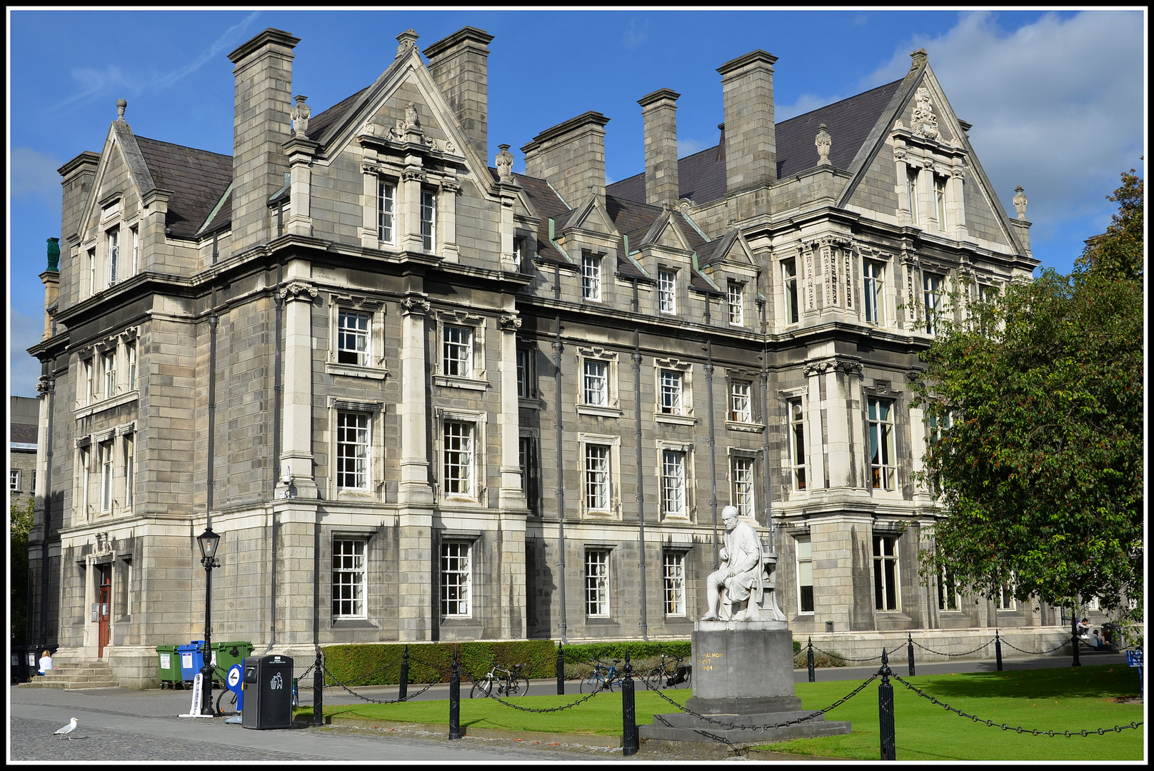 Graduates Memorial Building - Trinity College - Dublin - Ireland