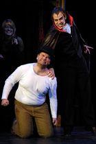 Graf Dracula bestraft Mr. Renfield