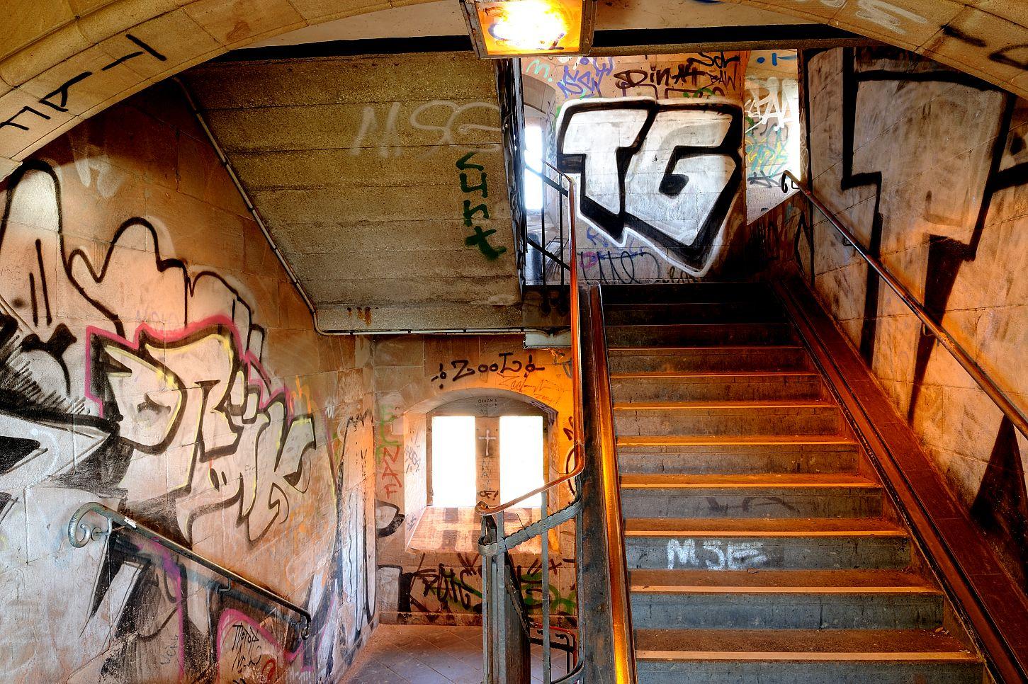 graffiti im treppenhaus der k lner s dbr cke foto bild kunstfotografie kultur kleinkunst. Black Bedroom Furniture Sets. Home Design Ideas
